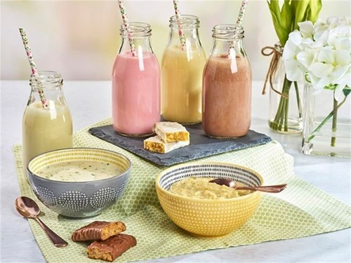 Examples of Cambridge weight plan food products including smoothies, soups and porridge